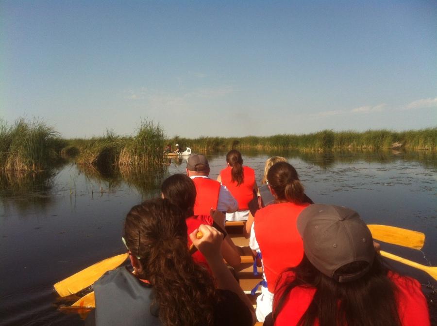 Taking a paddle in the Voyageur canoe at Oak Hammock Marsh (Oak Hammock Marsh)