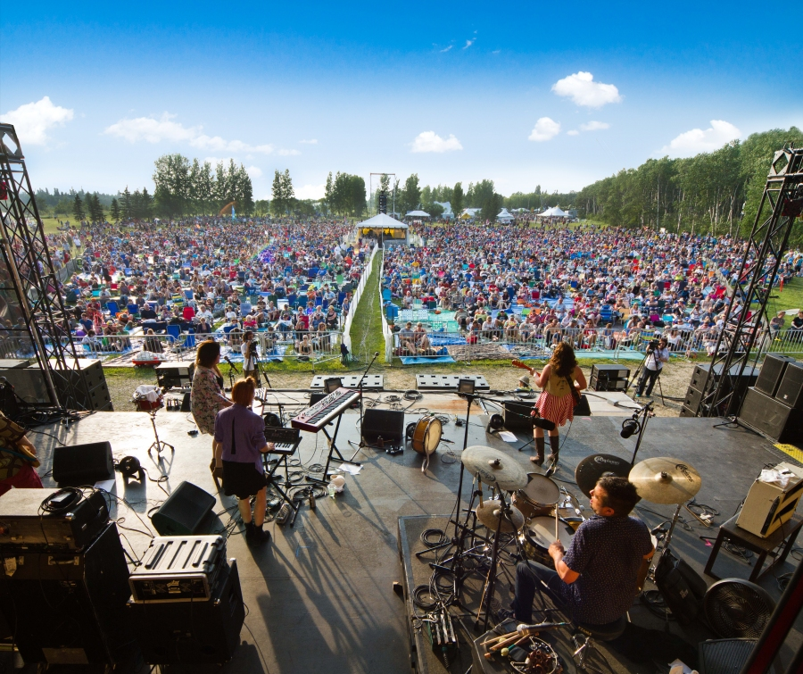 Winnipeg's Chic Gamine playing a main stage show at Folk Fest (Travis Ross Photography)